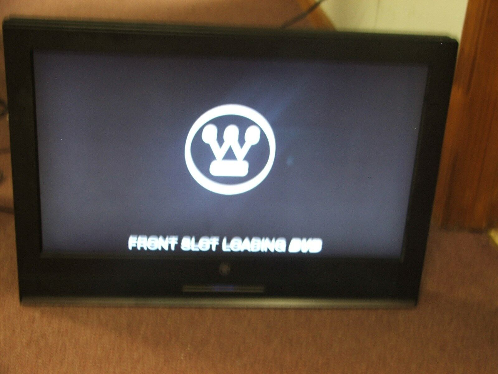 WESTINGHOUSE TV/DVD SK-26H590D WITH NEW WALL MOUNT(DVD NOT WORKING)