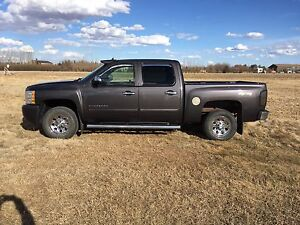 For sale 2010 chev crew cab short box 4x4