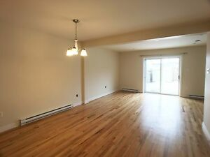 New Price!!--188 Cumberland Cr-Just Renovated! 3bedrms condo