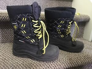 Boys winter boots size 1 sold ppu