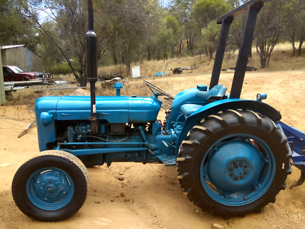 Small Tractor Fordson Dexta Diesel.