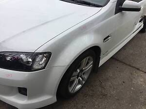HOLDEN COMMODORE VE LEFT HAND FRONT GUARD HERON WHITE 679F Kingswood Penrith Area Preview