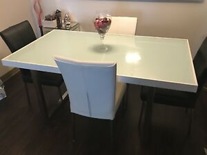 Dining room set (table w/ 4 chairs)