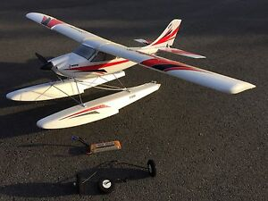 E-flite Apprentice w floats & battery