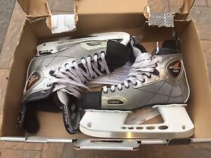 CCM Vector 6.0 Men's Senior Hockey Skates size 11