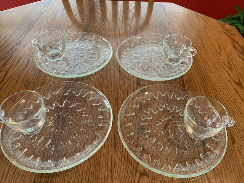 """VINTAGE INDIANA GLASS SUNBURST 9"""" ROUND SNACK PLATES AND CUPS SET OF 4 CLEAR"""