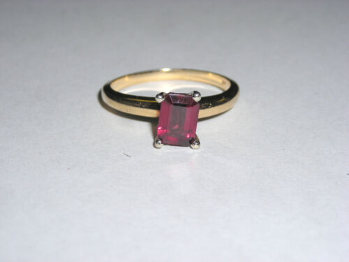 Beautiful 14K Yellow Gold Ladies Emerald Cut Solitare Garnet Ring