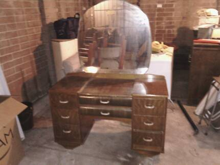 50s dressing room table