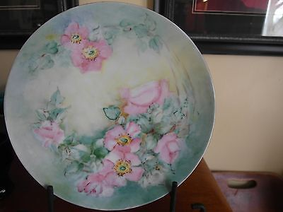 """Hand Painted HP Decorative Plate Pink Wild Roses Green Rim Signed IDA 9"""""""