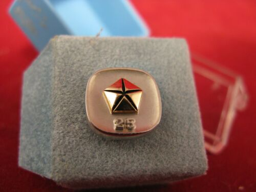 vintage Chrysler Corp. 25 year employment pin 10K gold in presentation box mint