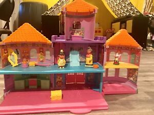 Maison de Dora avec accessoires
