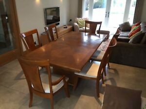 Stylish Extending Heals Dining Table With 2 Carvers 4 Chairs