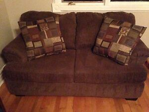 Love Seat w/Oversized Reversible Pillows