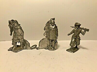 💂 2 x Unfinished Cast LEAD FIGURES & 1 x Plastic MUSKETEER Toy Soldiers