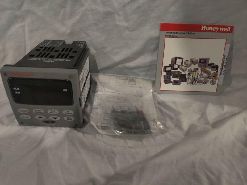 Honeywell UDC2500 Universal Digital Controller DC2500-EE-0L00-200-10000-00-0