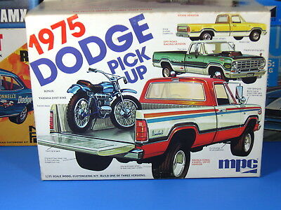 RARE MPC# 1-7509 1975 DODGE PICKUP BUILDS 1 IN 3 INCLUDES YAMAHA DIRT BIKE S/I