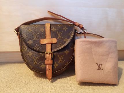 Authentic vintage Louis Vuitton Chantilly PM cross body bag