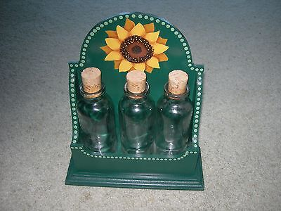 SHABBY CHIC WOODEN KITCHEN OIL VINEGAR RACK ~ Green ~ Sun Flower 3 Glass Bottles comprar usado  Enviando para Brazil