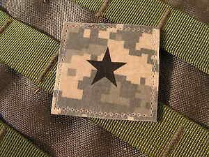 """Galons US - GENERAL - grade scratch ACU DIGITAL rank insignia SNAKE PATCH - France - - - - - - - ..:: PATCH / ECUSSON ::.. - - - - - - """" GALONS US """" GENERAL Monté sur """"SCRATCH"""" auto agrippant CROCHET ( mle ) - couleur ACU DIGITAL Format 5 cm x 5 cm (environ) livré NEUF en sachet - FABRIQUE EN FRANCE ( par snake patch ) - - - -  - France"""