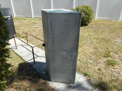 Vintage Concrete Sink.  Excellent condition. Local pickup only.