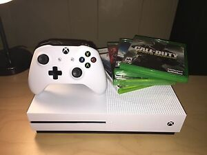 XBOX One S 500 GB, controller, games - 40% Off