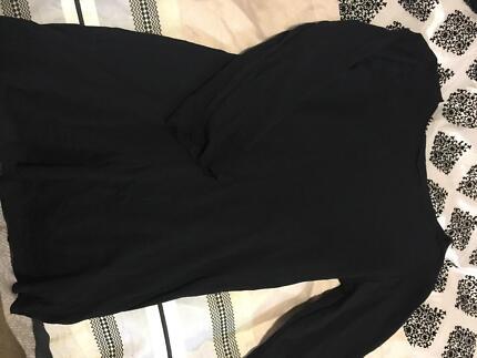 Black 3/4 sleeve metalicus top