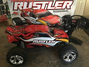 Like new traxxas rustler rc truck
