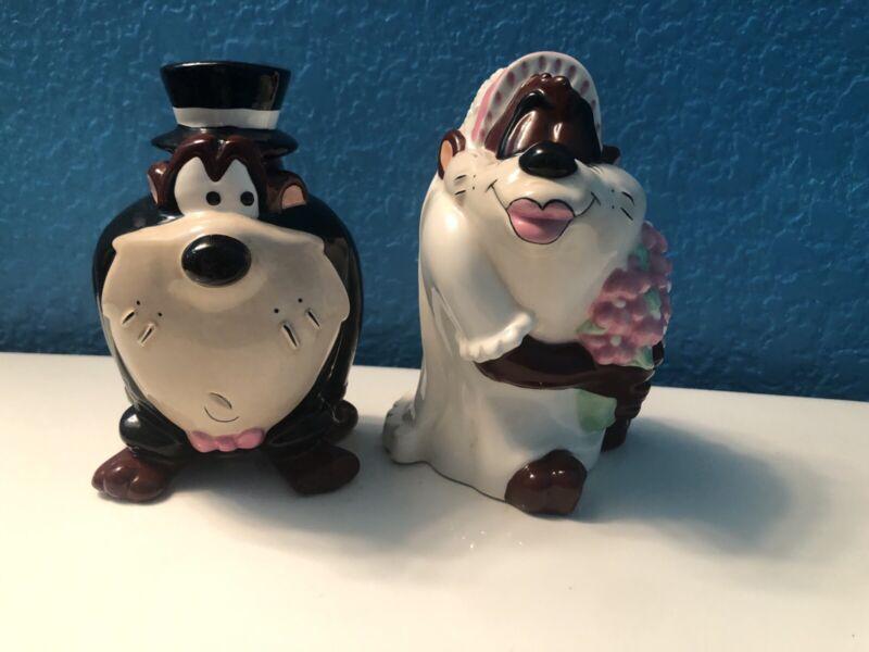 Warner Bros Looney Tunes Tazmanian Devil bride & groom salt and pepper shakers