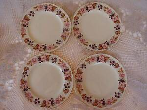 VINTAGE ALFRED MEAKIN ENGLAND 4 SIDE PLATES BERRIES,BLOSSOM 17.5C Loganholme Logan Area Preview