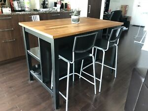 Wood counter top island plus 4 chairs. Great condition!