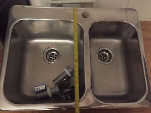Evier double sink