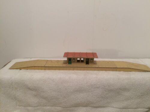 Hornby postwar Dublo station (OO scale)