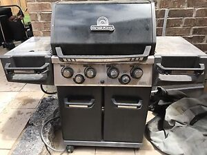 Broil King BBQ with rotisserie function