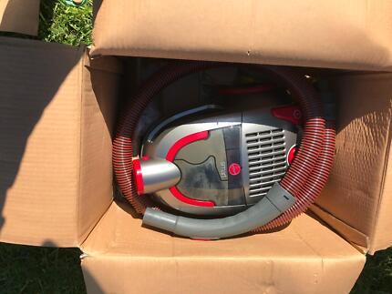New bagless vacuum cleaner