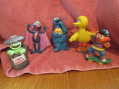 Lot of Sesame Street Figurines Oscar, Grover, Ernie, Big Bird and Cookie Monster