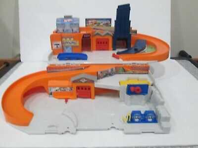 Hot Wheels Sto and Go Folding Playset Racing Track DMW90 Mattel Gas Station