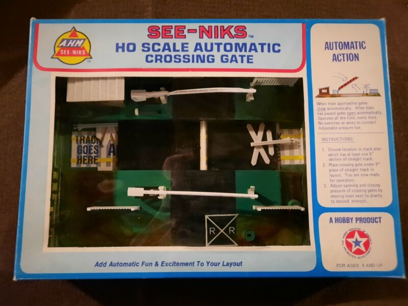 VINTAGE HO SCALE RAILROAD CROSSING TRAFFIC TRAIN SIGNAL *OPEN BOX *NEVER USED