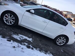 2010 Mazda 3 |sunroof | 6 speed | Priced to sell!!