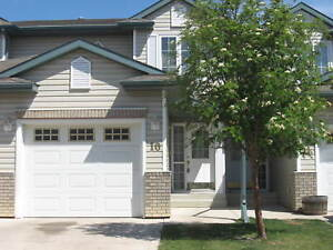 3 bed townhouse on Orr Drive with Garage! Must see!