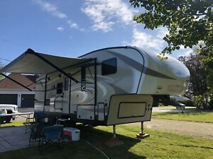 Fifth wheel 28'