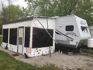 Beautiful 32ft Trailer For Sale in Time for Summer