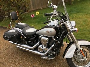 Motorcycle - 900 Vulcan Classic LT