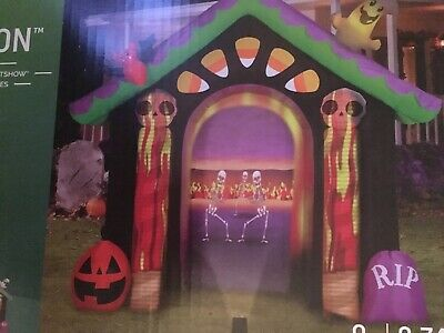 Living Projections Gemmy 8.7-ft x Haunted House Halloween Inflatable