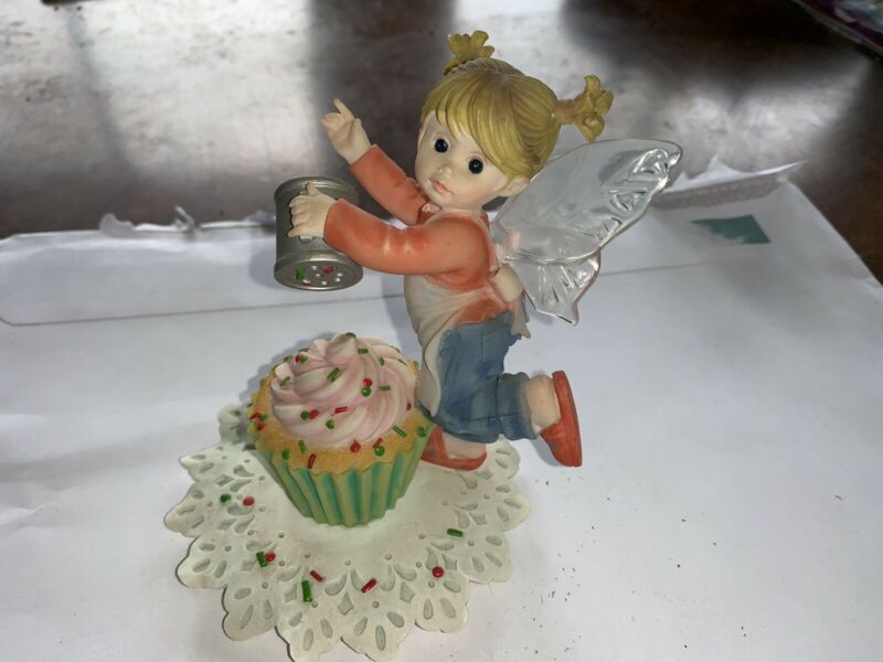 "My Little Kitchen Fairies ""FRISKY CHRISTMAS CUPCAKE FAIRIE"" 2011"