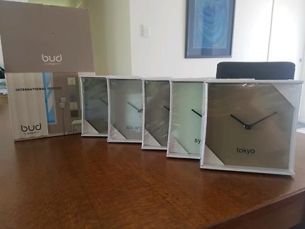 Set of International Clocks