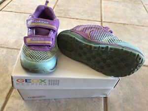 Girls size 10.5 Geox lighted runners