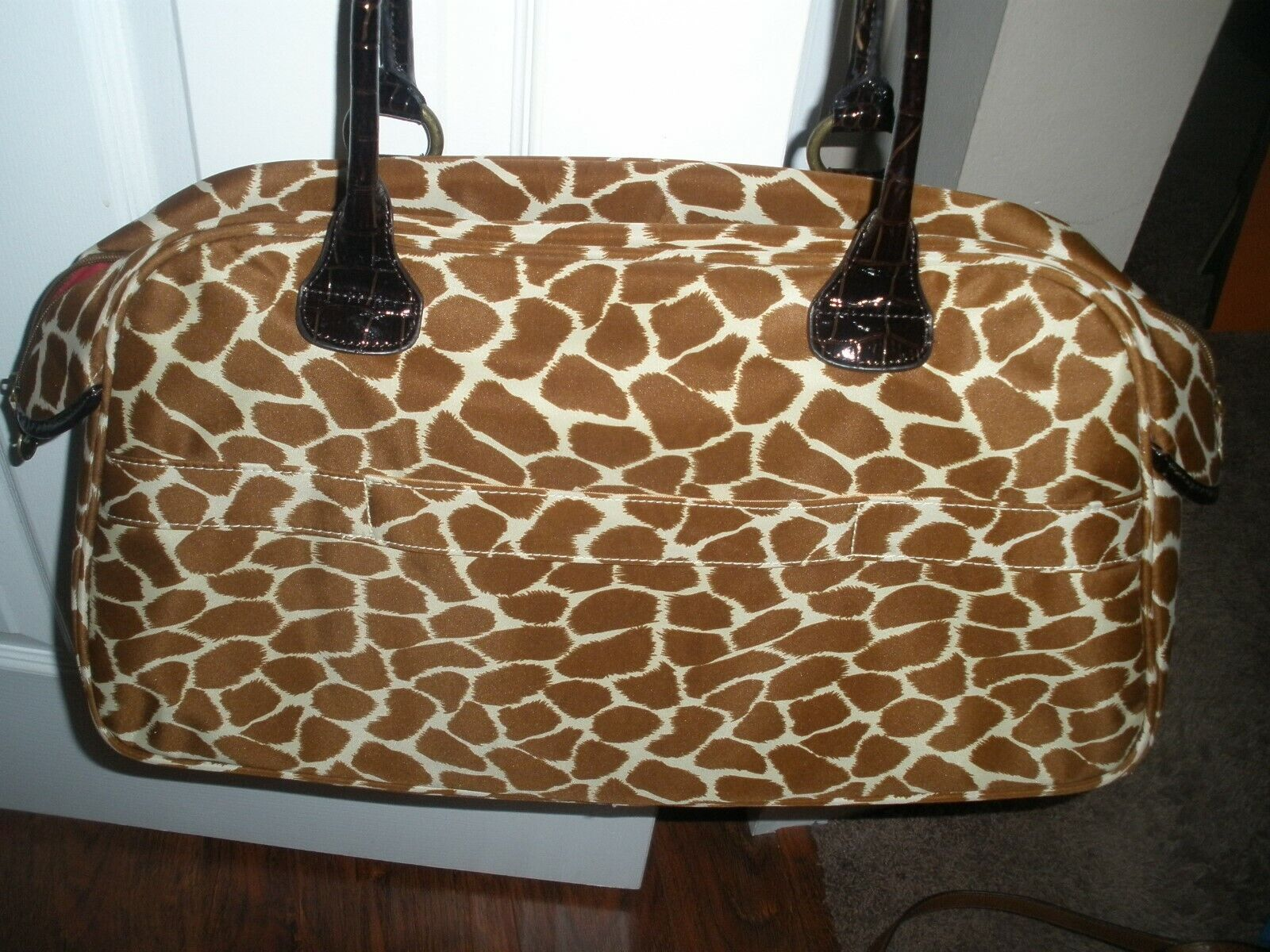 Animal Print GIRAFFE-Travel Bag Large Pockets Inside And Out 19 T X10 DEEP - $29.99