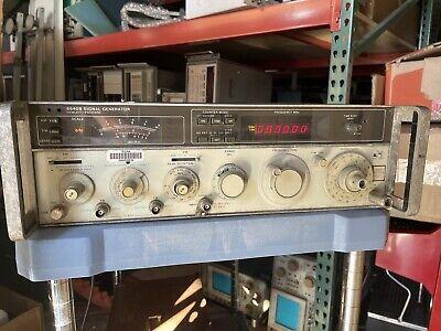 Hewlett Packard Hp 8640b Signal Generator Opt. 001 003 - Parts Or Repair 8943