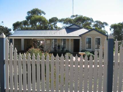 FULLY FENCED 3x2 on 1897sqm, DEEP SEWERED, U/G POWER Zoned R10/40