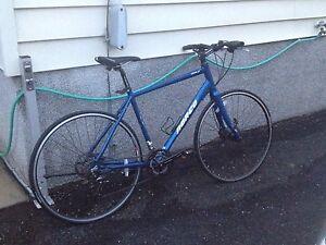 Vélo Norco de ville peu utilisé.